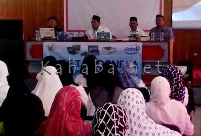 Kegiatan Internet Digital For Teacher yang digelar Telkom Bima. Foto: Bin