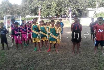 Klub sepakbola mini saat mengikuti pembukaan turnamen. Foto: Bin