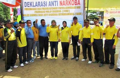 Pose bersama Bupati dan Wakil Bupati Bima beserta jajaran usai Deklarasi Anti Narkoba. Foto: Hum