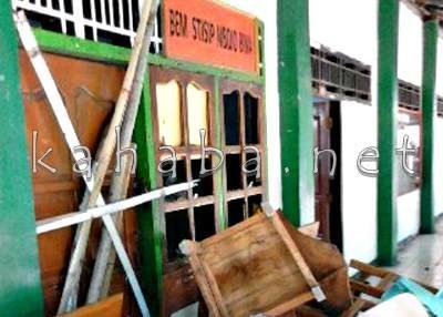 Sekretariat BEM STISIP Mbojo-Bima Disegel. Foto: Deno