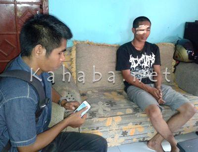 Syaful Annas Anggota Sat Pol-PP Kabupaten Bima saat diwawancara. Foto: Deno