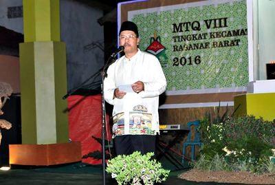 Walikota Bima HM. Qurais H. Abidin saat membuka MTQ Tingkat Kecamatan Rasanae Barat. Foto: Hum