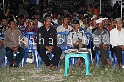 Warga Kelurahan Matakando saat menerima silahturahim H. Sutarman. Foto: Bin