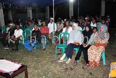 Warga Niu saat menerima kunjungan H. Sutarman. Foto: Bin
