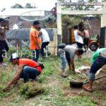 Wartawan Bima Bersihkan Langgar Kuno Melayu