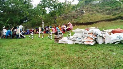 Bantuan yang diserahkan ke Ponpes Alfatul Alim Songgela. Foto: Bin