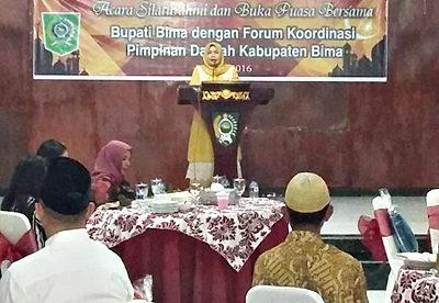 Bupati Bima Hj. Indah Dhamayanti Putri saat sambutan pada acara silaturahmi dan buka puasa bersama FKPD. Foto: Hum