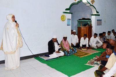Bupati saat menyampaikan sambutan pada acara Safari Ramadan di Kecamatan Tambora. Foto: Hum
