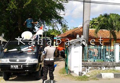 Cobra saat aksi di depan Kantor Dinas Pertanian Tanaman Pangan dan Holtikultura Kabupaten Bima. Foto: Noval