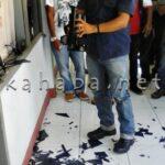Dewan Ingkar Janji, Massa Pecahkan Kaca Ruangan Komisi III