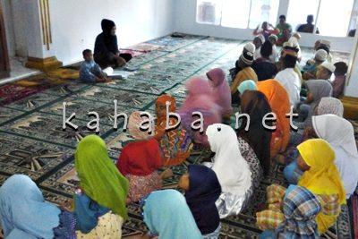Kegiatan Ramadan yang diadakan Remaja Masjid Al-Huriyah Santi. Foto: Deno