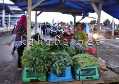 Kondisi Pasar Amahami Sore hari awal Bulan Ramadan. Foto: Ady