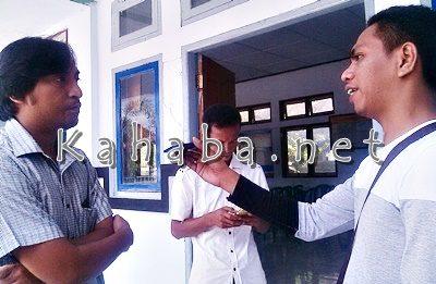 Manager PT. Daya Mitra, Heru Cahyono (Kiri) saat diwawancarai wartawan. Foto: Eric