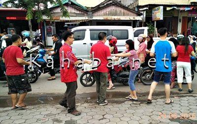 PSMTI Kota Bima Bagi 1000 Takjil Kepada Pengendara. Foto: Eric