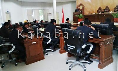 Paripurna pemandangan umum Fraksi terhadap Raperda tentang Pertanggungjawaban Pelaksanaan APBD Kota Bima Tahun Anggaran 2015. Foto: Bin