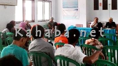 Pertemuan warga dengan Lurah dan  soal Pembangunan Tower. Foto: Eric