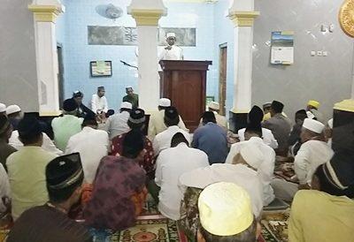 Sekda Kabupaten Bima berbicara saat Safari Ramadan. Foto: Hum