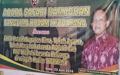 Spanduk kegiatan Safari Ramadan Pandam IX Udayana Mayjen TNI Kustanto Widiatmoko,M.D.A. Foto: Hum