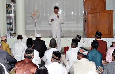 Wabup Bima Dahlan M. Noer saat menyampaikan sambutan Safari Ramadan di Sanggar. Foto: Hum