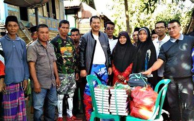 Walikota Bima pose bersama dengan warga Ndano Nae. Foto: Hum