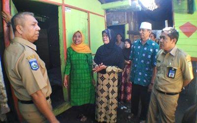 Wawali Bima didampingi Kabag Humas dan Protokol saat tinjau warga sakit. Foto: Hum