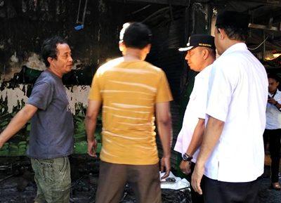 Wawali saat kunjungi lokasi kebakaran. Foto: Hum