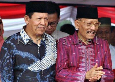 Abuya dan Ady Harianto hadir di Pawai Budaya. Foto: Bin