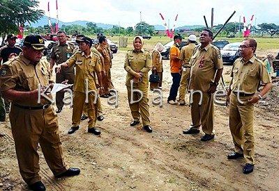 Bupati Bima saat pantau persiapan Upacara HUT Bima. Foto: Noval