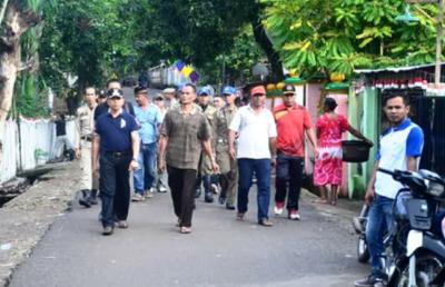 Wawali bersama warga pimpin gotong royong Foto: Hum