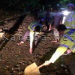 Polres Bima Bersihkan Lumpur dan Kerikil di Jalan Doro Belo