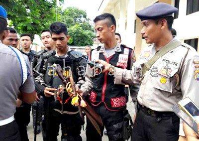 Senjata tajam diamankan Polisi. Foto: Deno