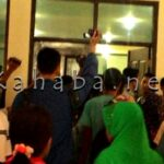 Gagal Saksikan Sidang, Keluarga Rhoma Irama Mengamuk