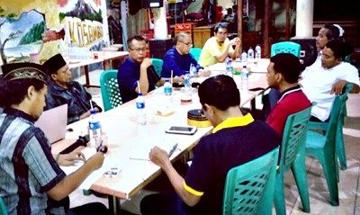 Suasana diskusi para Doktor. Foto: Rangga Babuju (Facebook)