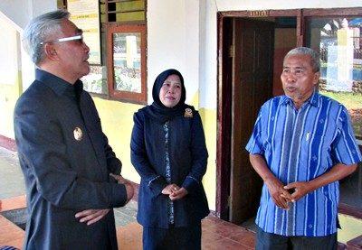 Wabup Bima saat sidak di sejumlah Sekolah di Kecamatan Woha. Foto: Hum