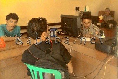 Wartawan saat melapor kasus yang menimpa Wartawan Bima TV. Foto: Deno