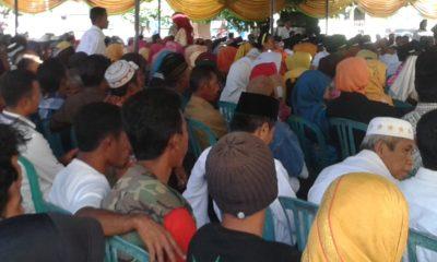 Masyarakat antusias saat menghadiri pelantikan Kades. Foto: Noval