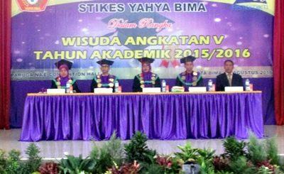 Acara Wisuda STIKES Yahya Bima. Foto: Hum