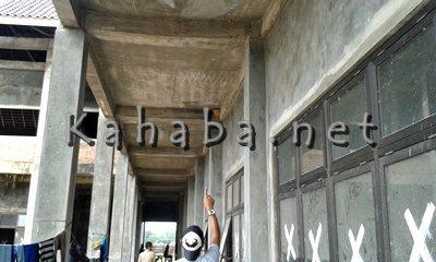Bangunan Kantor Bupati Bima yang dikerjakan asal jadi. Foto: Noval
