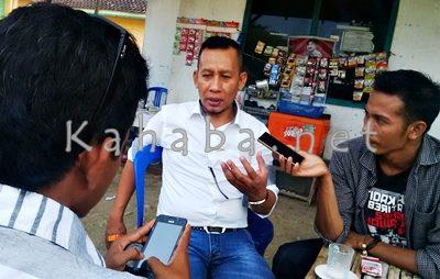 Casman saat memberikan keterangan kepada sejumlah pekerja media. Foto: Bin