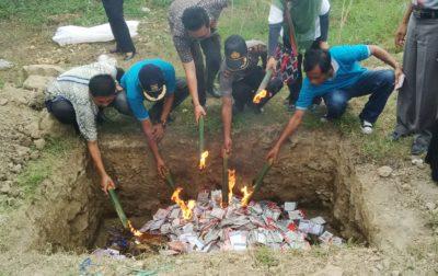 Pemusnahan surat suara oleh KPU dan jajaran. Foto: Bin