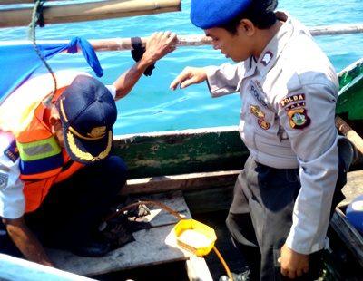 Jajaran Dishubkominfo dan Polisi gelar razia Kapal Nelayan. Foto: Dishubkominfo Kabupaten Bima