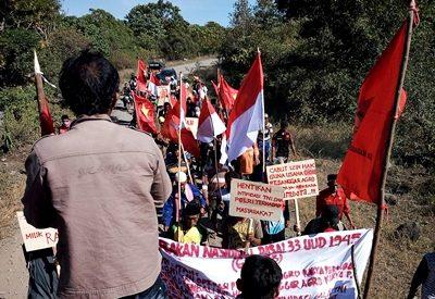 Massa Rakyat Oi Katupa Tambora yang tergabung Gerakan Nasional Penegakan Pasal 33 UUD 1945 saat aksi Long March.Foto: Ruslan Jelajah Sejarah (Facebook)