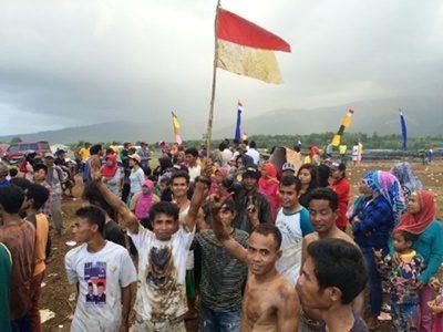 Perayaan HUT RI di Puncak Gunung Tambora.