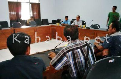 Pertemuan warga Nungga dengan Komisi II DPRD Kabupaten Bima. Foto: Ady