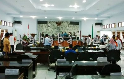 Suasana gaduh rapat Paripurna DPRD Kabupaten Bima. Foto: Ady