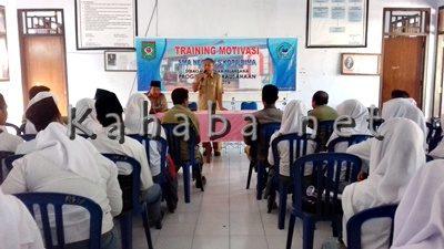 Training Motivasi Kewirausahaan yang diadakan SMAN 5. Foto: Eric