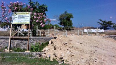 Tugu di taman perbatasan yang telah dibongkar. Foto: Eric