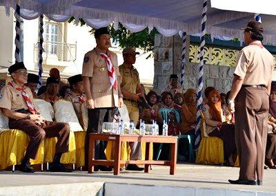 Walikota Bima menjadi pembina saat Apel Besar Peringatan Hari Pramuka. Foto: Hum