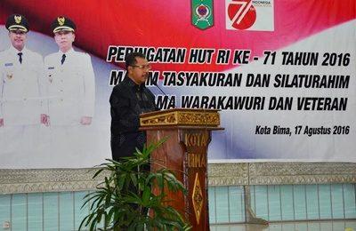 Walikota Bima saat menyampaikan sambutan pada Malam Tasyakuran HUT RI ke-71. Foto: Hum