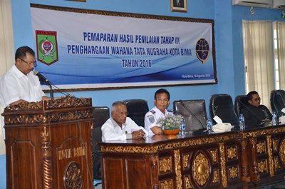Walikota Bima saat menyampaikan sambutan pada Penilai Penghargaan Wahana Tata Nugraha. Foto: Hum